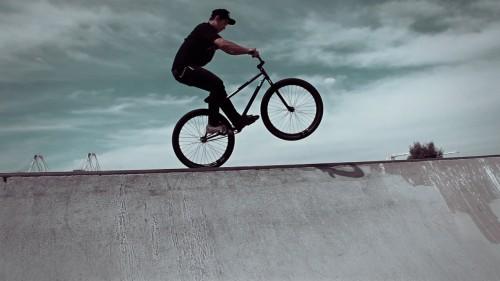 Alameda Skatepark - Jaoa Danaikrit - Barspin Tiretap