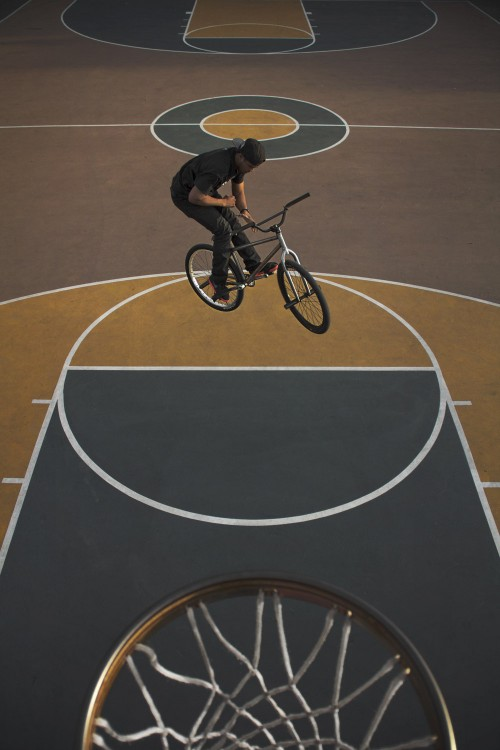 Anthony Combs - FGFS - Fixed Gear Freestyle - Wheel Talk - Capone Bikes - Basket Ball Court Barspin