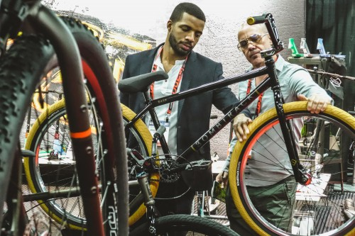 BombtrackBicycleCo_Interbike_DASH2016_Suits